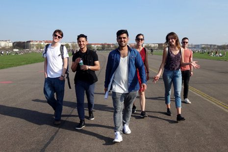I»Intercultural Walk« über das Tempelhofer Feld mit den Perspektiv-Coaches