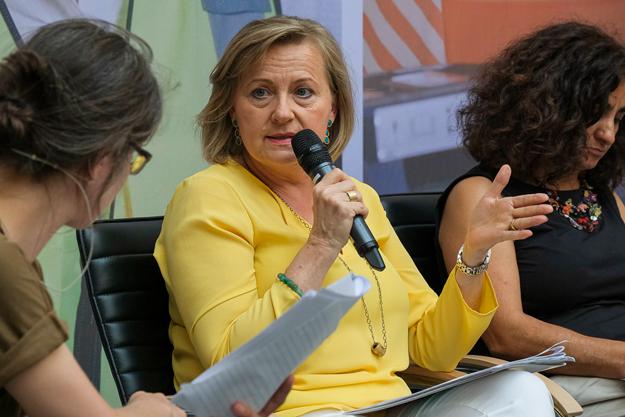 Manuela Vollmann, Geschäftsführerin von abz*austria,im Gespräch mit Tagungsmoderation Uta Schleiermacher von der taz.