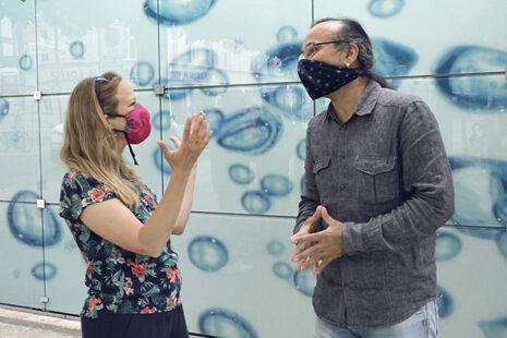 Apo und die Journalistin im Gespräch. Foto: Sonja Hamad