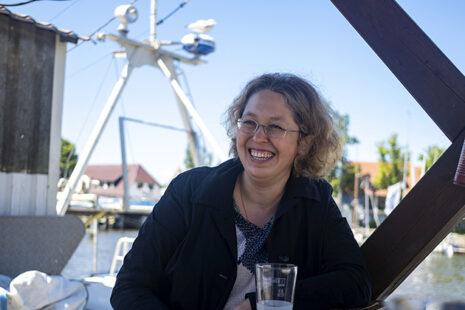Portrait der Apothekerin Diana Wucherer, lachend. Foto: Ceren Saner